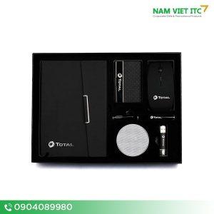 Bộ Giftset văn phòng hộp namce card + chuột + usb + bút ký + loa bluetooth + sổ da in logo BVP08